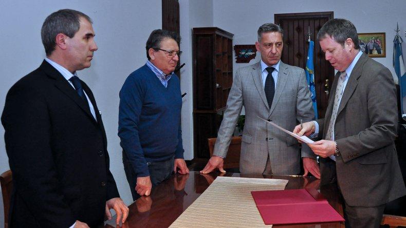 Arcioni asumió la Gobernación de forma interina