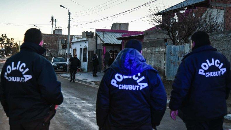 Personal policial trabaja en el lugar donde se produjo el homicidio.