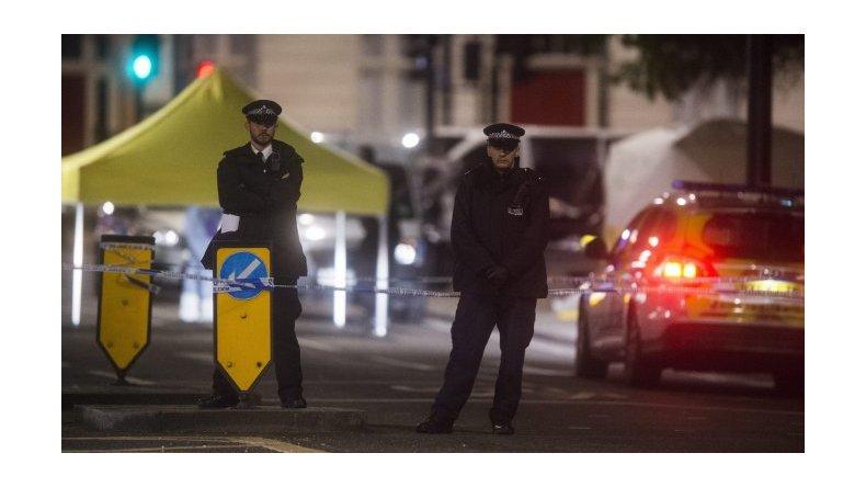 Acuchillados en Londres: policía apunta a que el agresor es un demente y no un terrorista