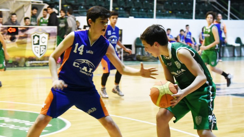 Gimnasia y Esgrima Verde derrotó a la CAI 66-16 en la categoría U13.