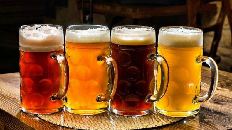 Los cinco pasos para servir un buen chopp de cerveza