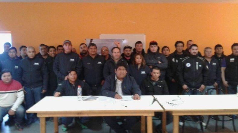 En Santa Cruz, a la complicada situación productiva se suma la interna sindical