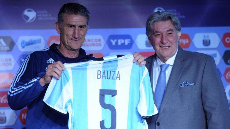 Edgardo Bauza junto al presidente de la Comisión Normalizadora de la AFA