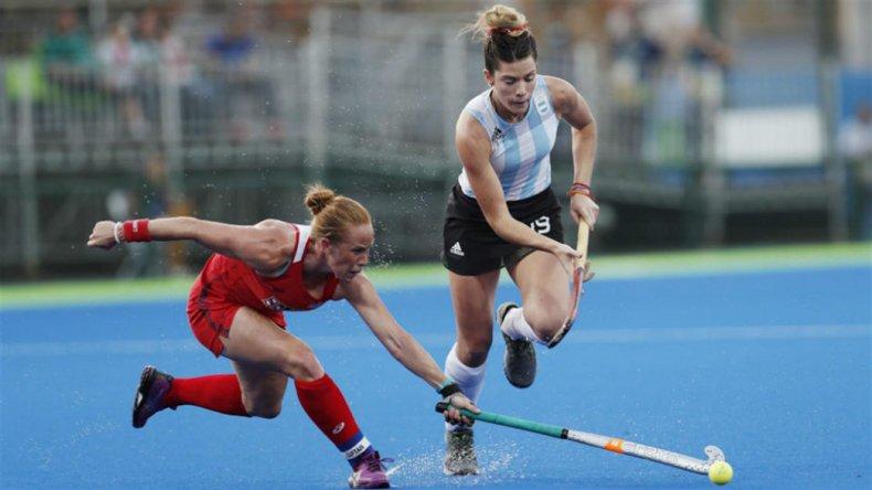 La selección argentina femenina debutó con una derrota en el hóckey olímpico.