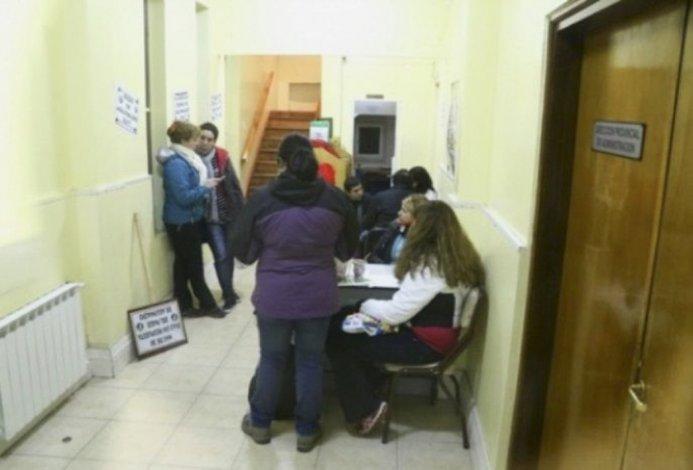 Juan Donnini pidió a al gremio docente que deje sin efecto la toma del edificio del Ministerio de Economía para poder realizar la liquidación de sueldos y medio aguinaldo.