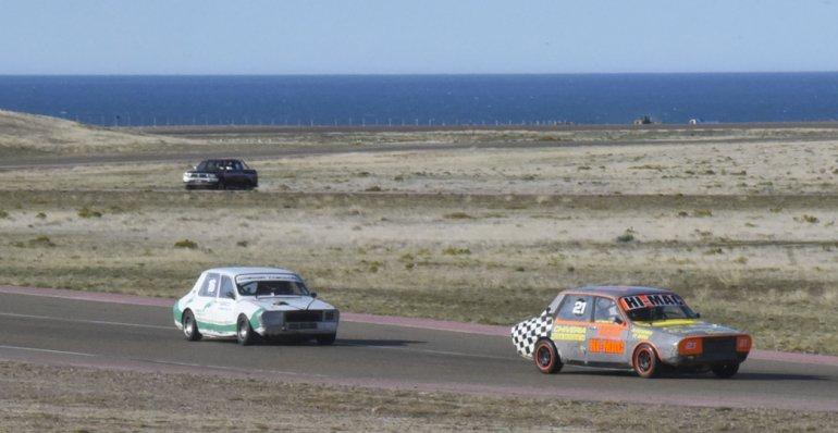 La monomarca Renault 12 disputó tres baterías ayer en el autódromo General San Martín.