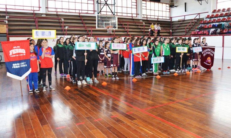El acto inaugural se realizó ayer en el gimnasio Diego Simón.