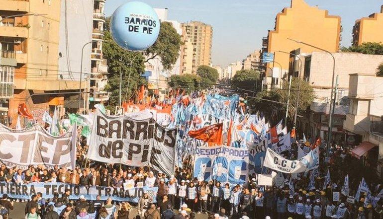 Miles de personas en Plaza de Mayo para pedir trabajo