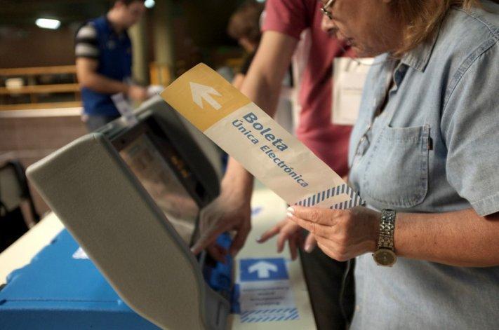La implementación del voto electrónico es la innovación central que plantea la primera etapa de la reforma electoral.
