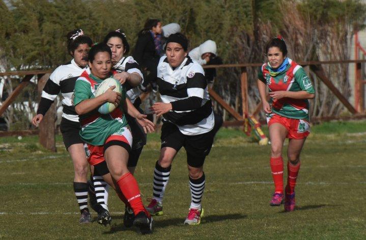 Portugués y San Jorge protagonizaron uno de los partidos del primer torneo femenino de la Unión de Rugby Austral.