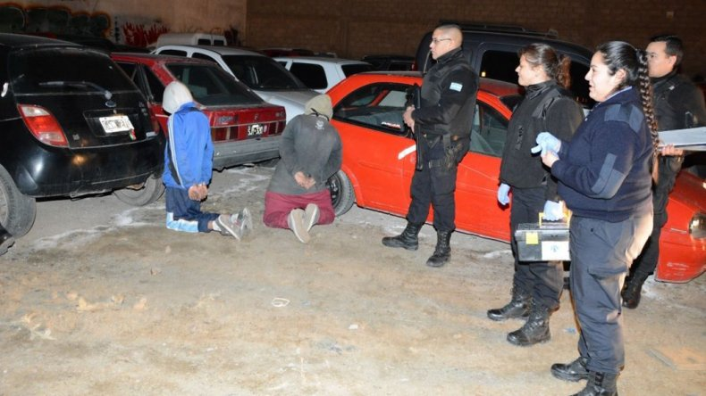 Atraparon a jóvenes de 14 y 16 años robando  en corralón municipal