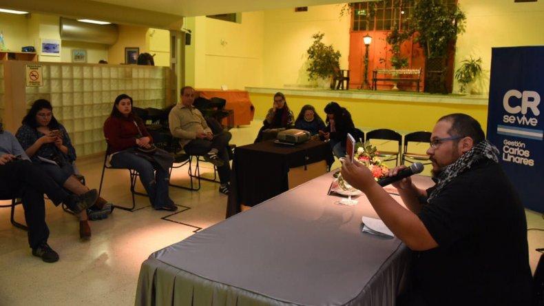 El neuquino Carlos Blasco presentó su libro Microfilm en el marco de la Feria del Libro.