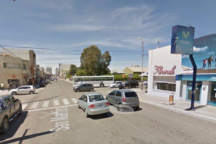 Seis adolescentes golpearon a un hombre y  le robaron una mochila con más de $9.000