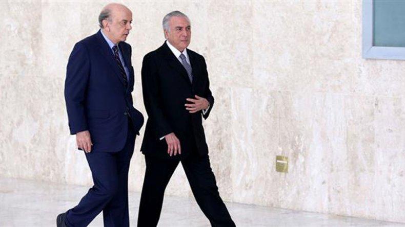 Temer suma problemas antes de la sesión que define el futuro de Dilma.