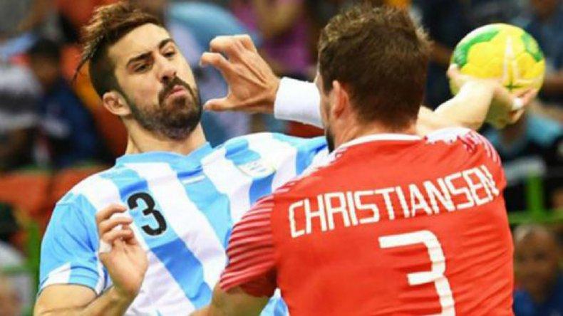 Argentina empezó su participación olímpica con una derrota de 25-19 ante Dinamarca.