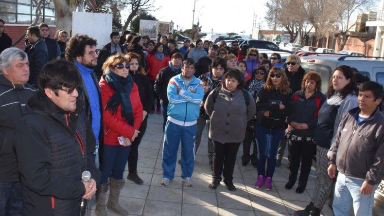 Los municipales advirtieron que esperarán hasta el jueves para cobrar sueldo y medio aguinaldo