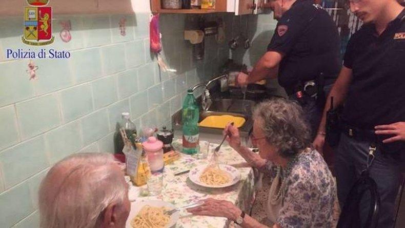 La pareja de abuelos que conmueve a Italia