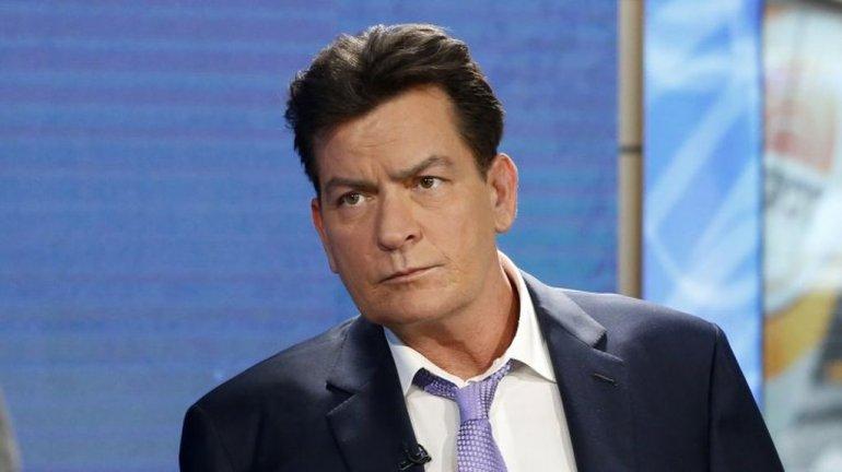 Charlie Sheen quiere que otros famosos revelen públicamente si tienen Sida