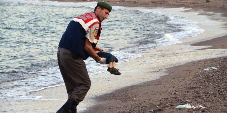 El miércoles 2 de septiembre de 2015 se conoció la imagen de Aylan Kurdi