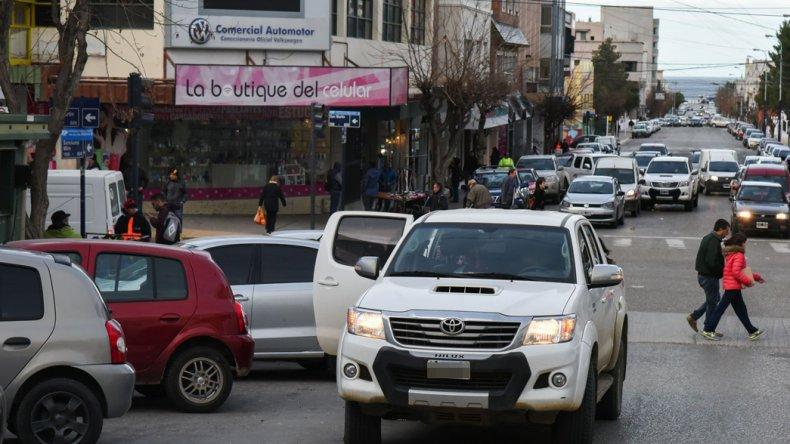 Estacionar en doble fila encabeza el ranking de infracciones en Comodoro