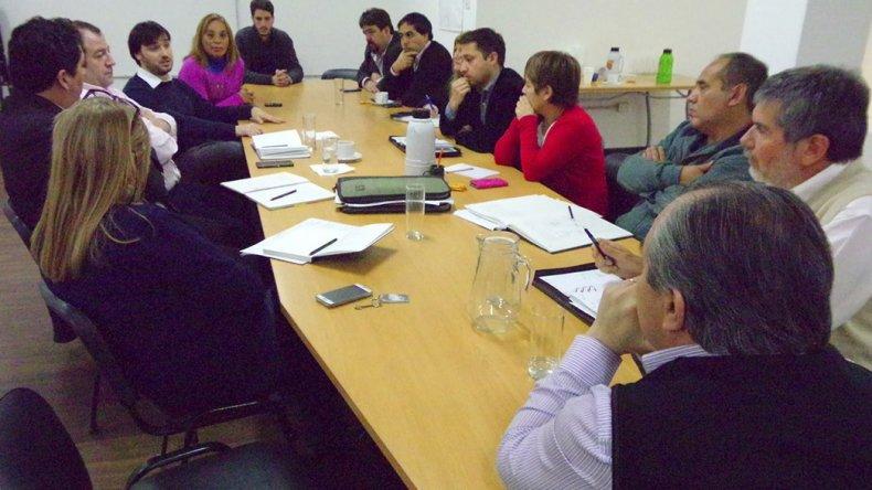 La reunión de ayer en el Concejo Deliberante con la presencia del titular de PAMI por Chubut.