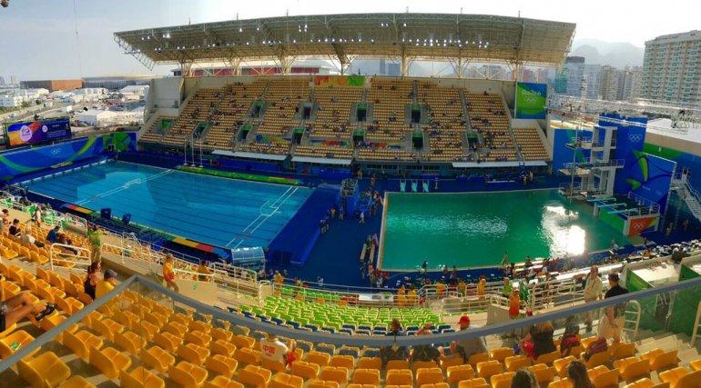 El agua de la piscina olímpica se volvió verde: ¿por qué?