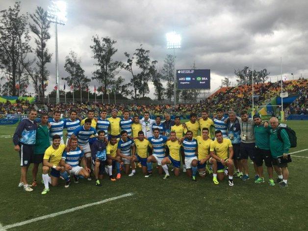 La foto que busca acercar a las hinchadas brasileras y argentinas
