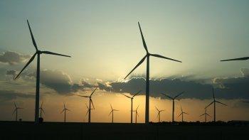 el gobierno firmo contratos para 16 proyectos de energias renovables