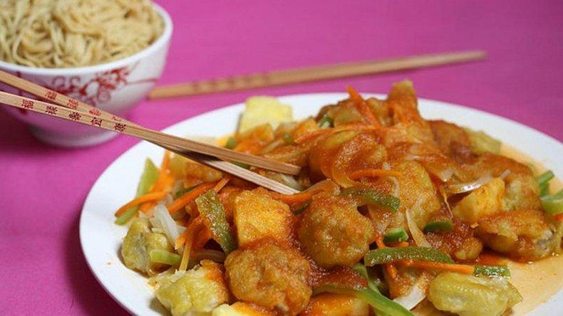 Comer con palillos chinos ayuda a adelgazar
