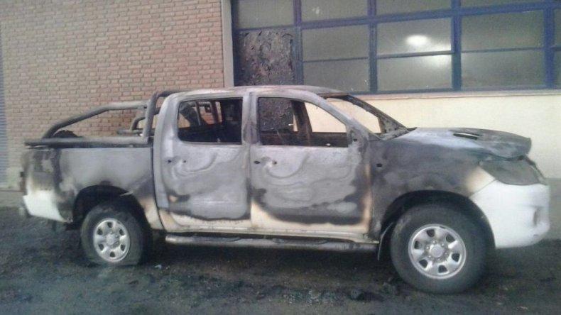 Investigan si fue intencional el incendio de una camioneta de la SCPL