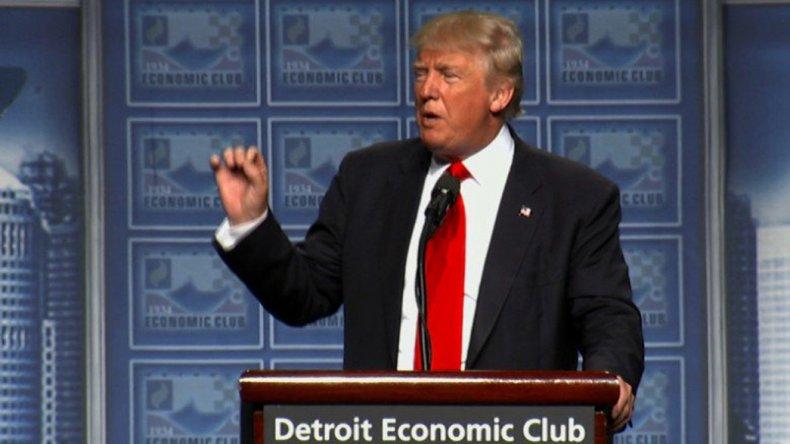 Trump mantiene su retórica violenta contra Obama y los demócratas.