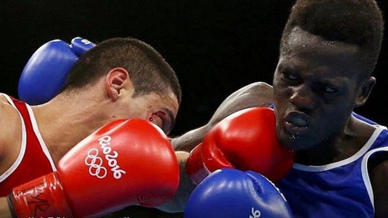 Alberto Melián se metió en los octavos de final del torneo olímpico de boxeo en la categoría 56 kilos.
