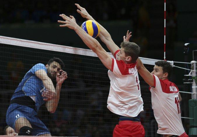 La selección argentina de vóleibol no pudo ante el campeón mundial Polonia.