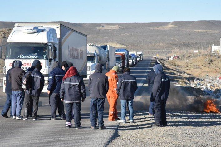 El acceso sur fue bloqueado por operarios de la Fundación Santa Cruz Sustentable. El día anterior