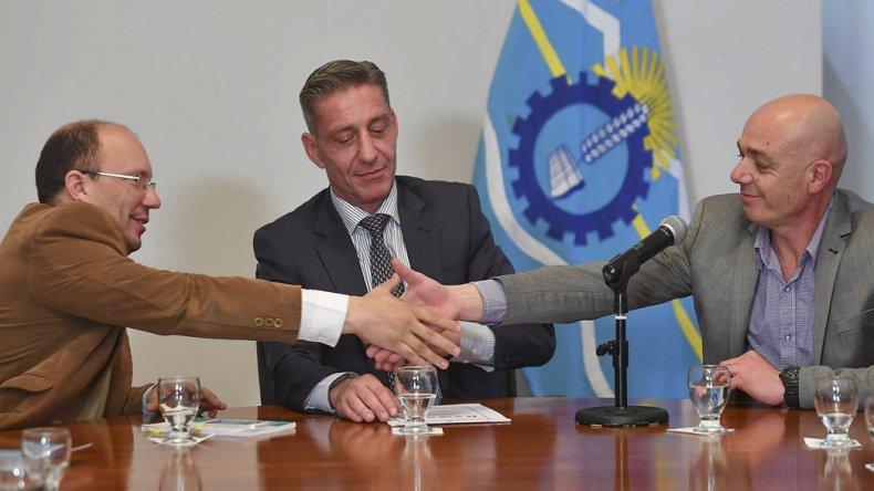 El vicegobernador Mariano Arcioni firmó ayer