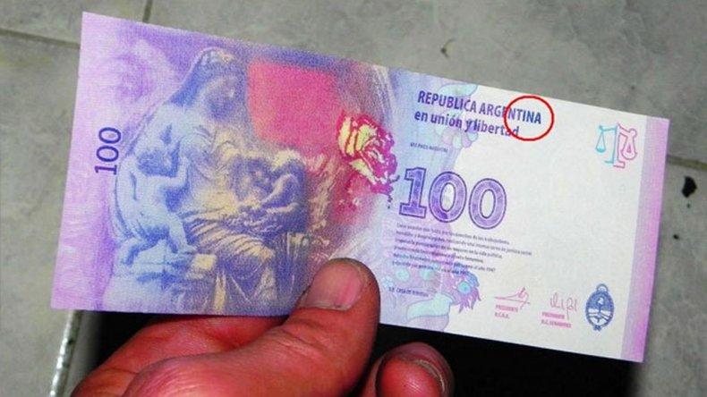 Una mujer intentó pagar impuestos con billetes falsos