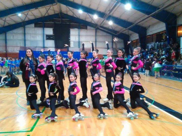 La escuela de patín de Olas del Sur es una de las participantes del Torneo Abierto que se realiza en Dolavon.