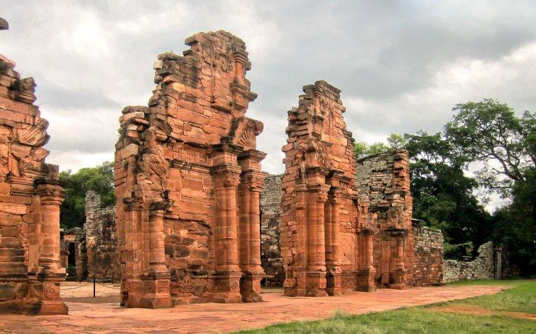 San Ignacio Miní es una misión jesuítica fundada a comienzos del siglo XVII para evangelizar a los nativos guaraníes.