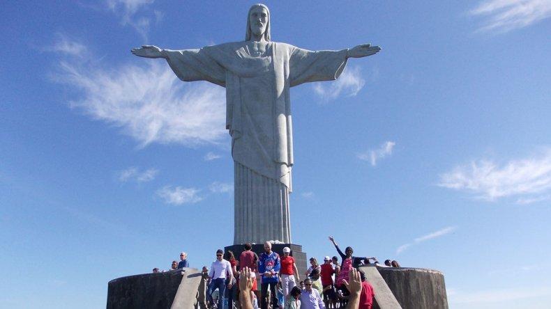 Una de las imágenes que más se asocia con la ciudad de Río de Janeiro es la de la estatua del Cristo Redentor.