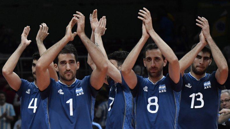 Los muchachos de la Argentina festejan el sólido triunfo y clasificación ayer ante los cubanos.