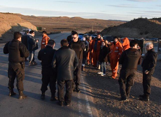 El último piquete de trabajadores de San Antonio se desactivó el viernes en la Ruta 12 cuando fuerzas especiales de la policía se aprestaban a desalojarlos.