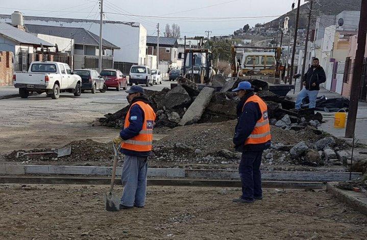 Infraestructura continúa la reparación de calles de hormigón