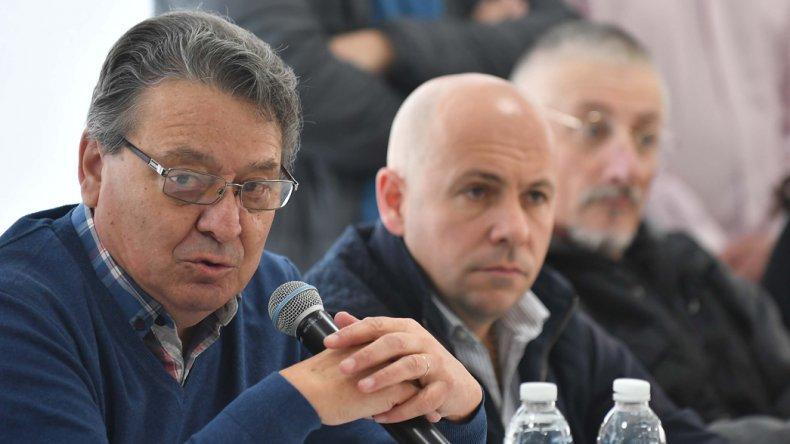 Antes del acto político hubo una reunión de dirigentes en la que el ministro Cisterna arengó al resto de los presentes.