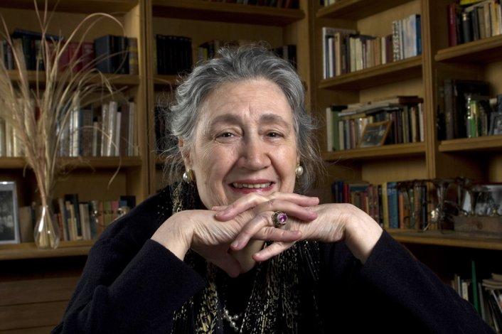 La escritora cordobesa Cristina Bajo recupera la potencia de la literatura gótica en su nuevo libro Alguien llama a la ventana.