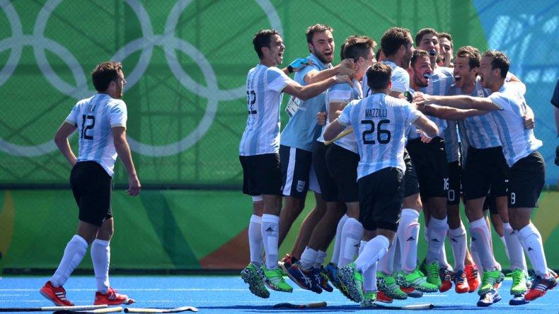 La selección argentina de hóckey sobre césped logró una gran victoria ante España para meterse en la final.