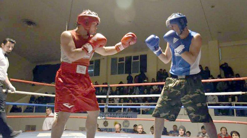 Un nuevo festival de boxeo amateur se llevó a cabo la noche del viernes en el gimnasio municipal 1.