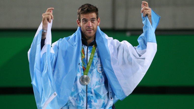 Juan Martín Del Potro luce la medalla de plata del tenis de los Juegos Olímpicos.