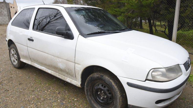 Fuga y persecución. La policía de la Seccional Sexta recuperó el Volkswagen Gol robado y detuvo al individuo que lo conducía.