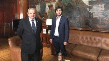 El director ejecutivo de PAMI en Chubut, Ignacio Torres, y el ministro de Salud, Jorge Lemus.