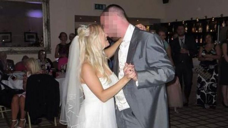 A 18 meses del casamiento, vende su vestido para pagar el divorcio